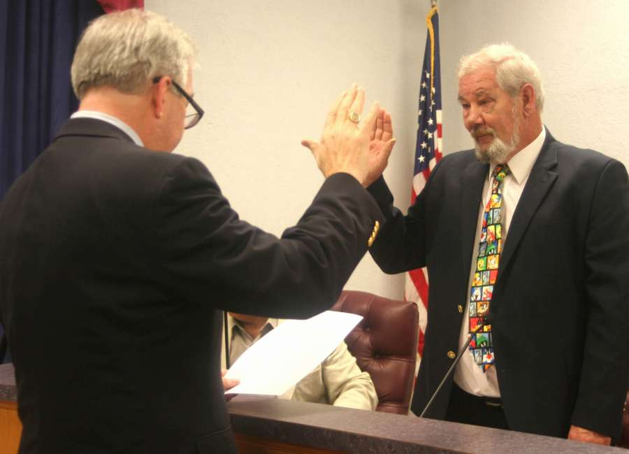 King sworn in to Grantville Council post