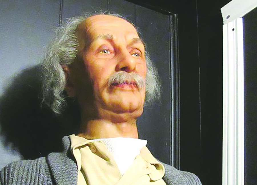 Warm Springs wax-museum figures up for auction