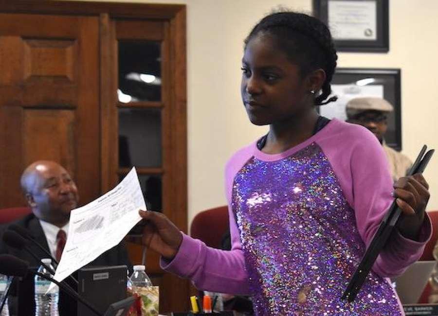Glanton third-graders present 3D designs to school board
