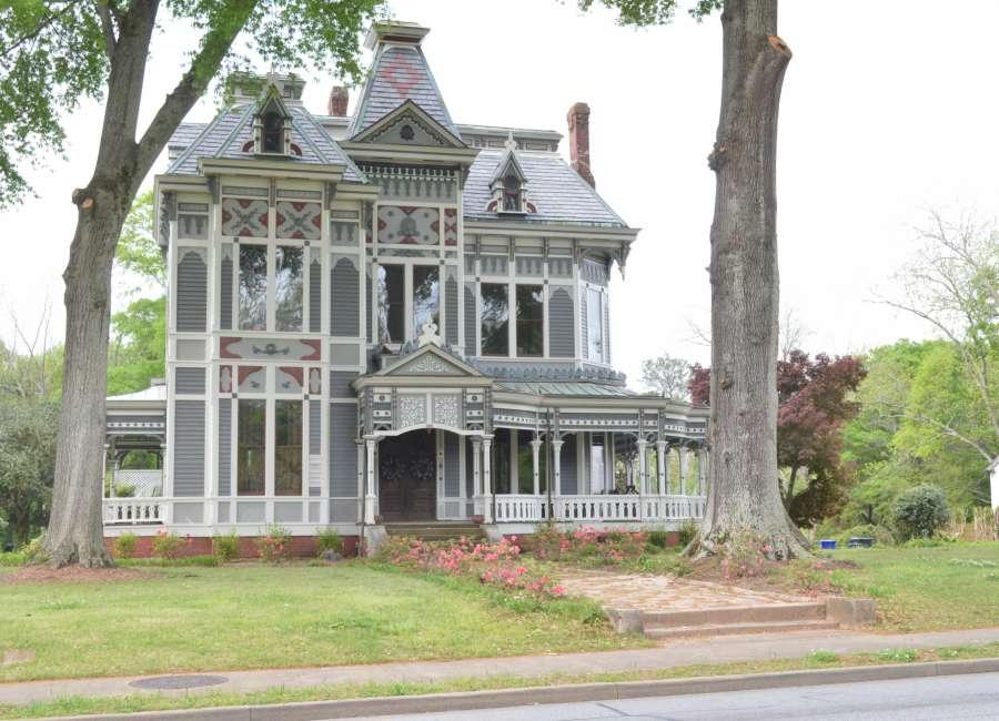 'Homes of Distinction' Tour April 27