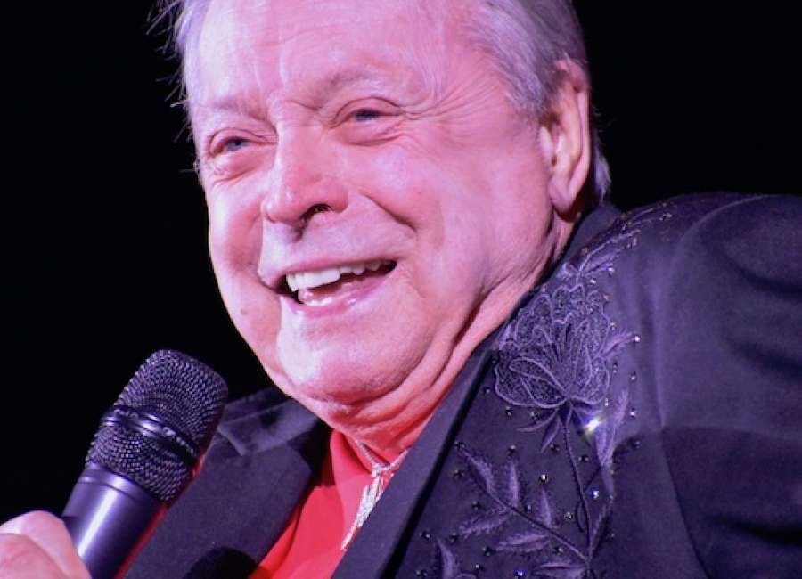 Gilley plays sold-out Wadsworth show