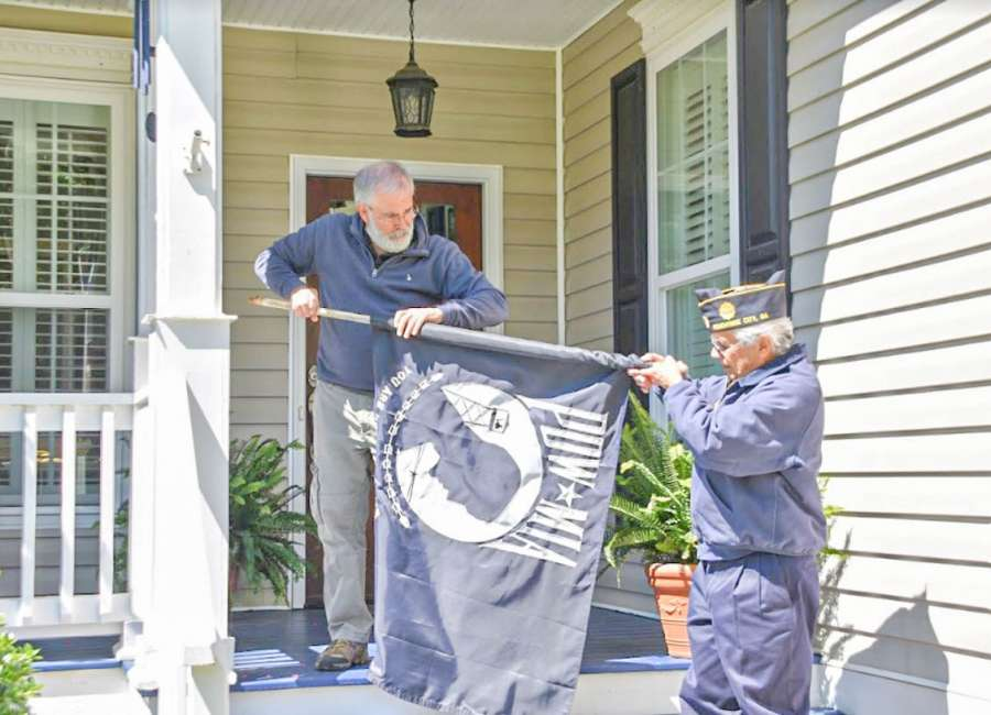 Son of WWII veteran pays tribute to father