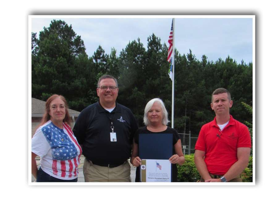 VFW Auxiliary shows appreciation for American flags