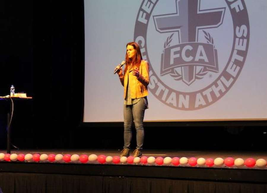Volleyball legend Eveland speaks at FCA conference