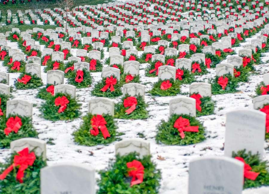 DAR supporting Wreaths Across America